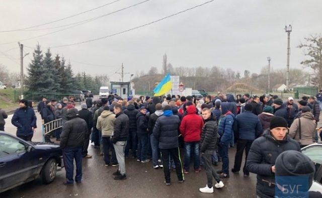 """Бунт на кордоні з Польщею: """"євробляхери"""" пішли на крайні заходи, кадри"""