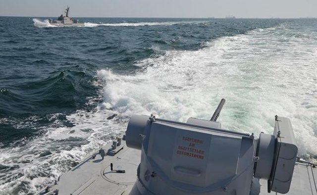 Корабель РФ протаранив українське судно в Азовському морі: що відбувається