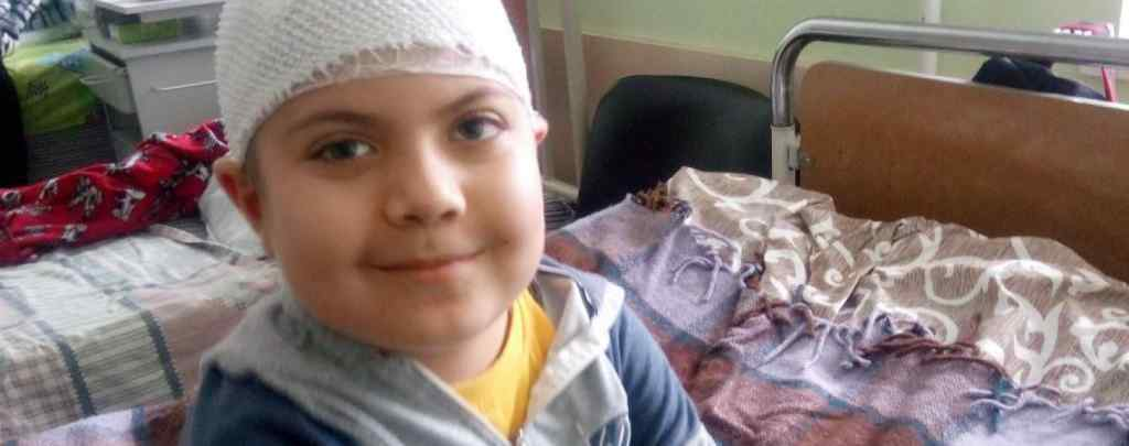 Дитину рятують від злоякісної пухлини в мозку: Артему потрібна негайна допомога