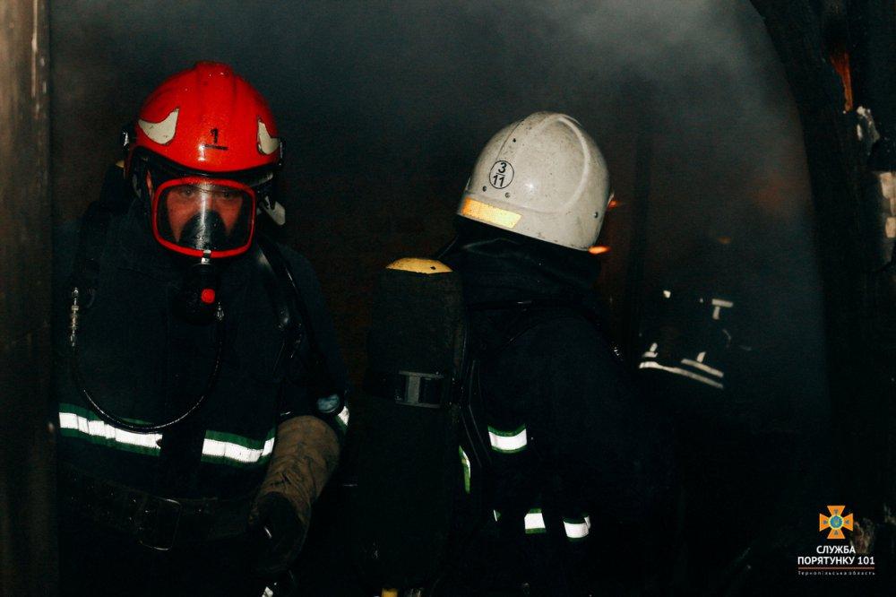 Люди стрибали з вікон: У Тернополі в 9-поверхівці сталася масштабна пожежа