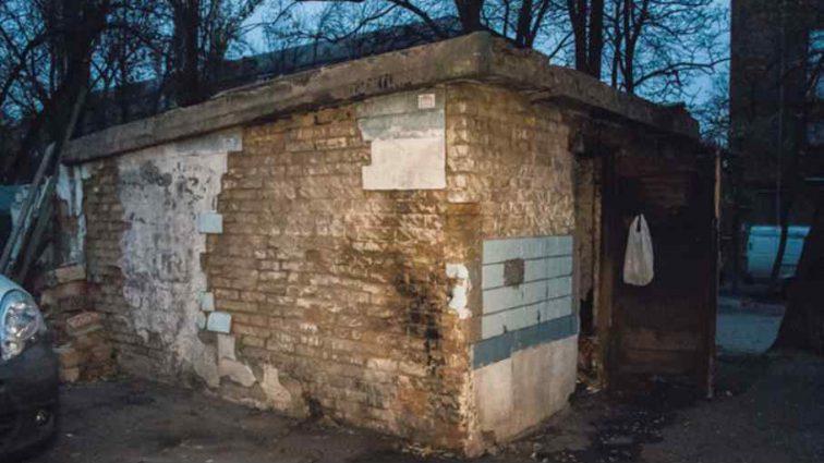 Біля дитячого садка знайшли тіло чоловіка: перші подробиці події
