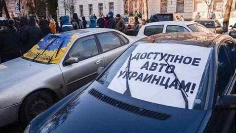 """Тепер все залежить від Порошенка: Парубій підписав закони про розмитнення """"евроблях"""""""