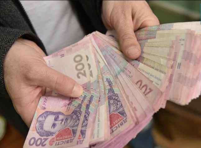 Підвищать пенсії, зарплати і виплати: як зміниться життя українців вже через декілька днів