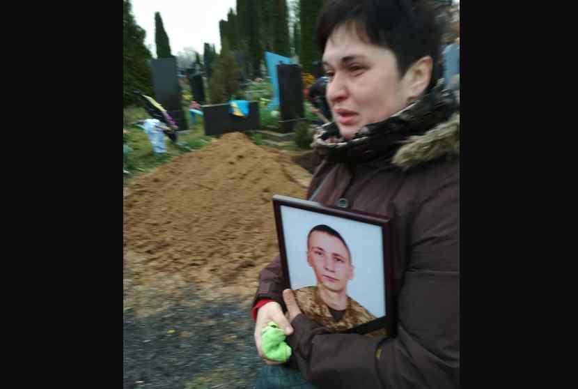 """""""Ми звикаємо до смерті молодих сердець?"""": В останню путь провели 24-річного старшого солдата"""