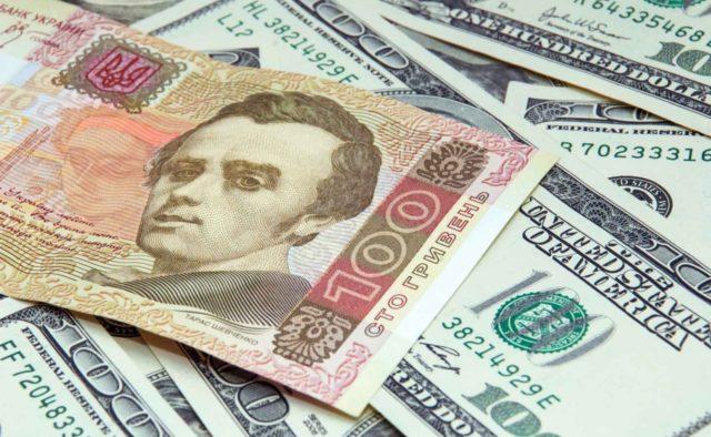 Долар перевалив за психологічну позначку: який сюрприз приготував українцям курс валют