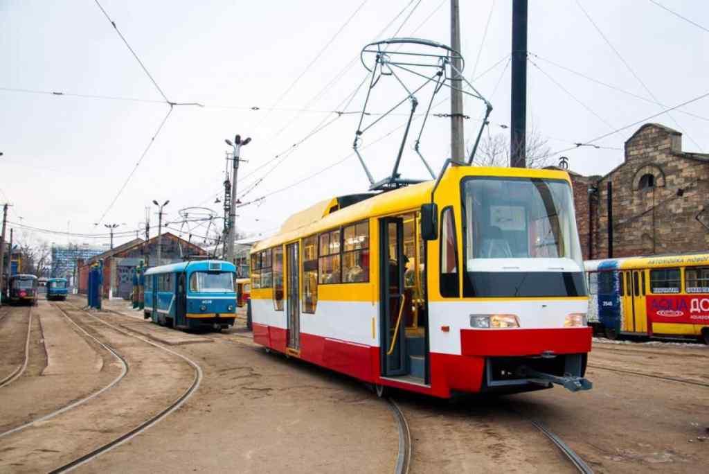 """Тазик і нижня білизна: українка влаштувала """"велике прання"""" в трамваї, з'явились кадри"""