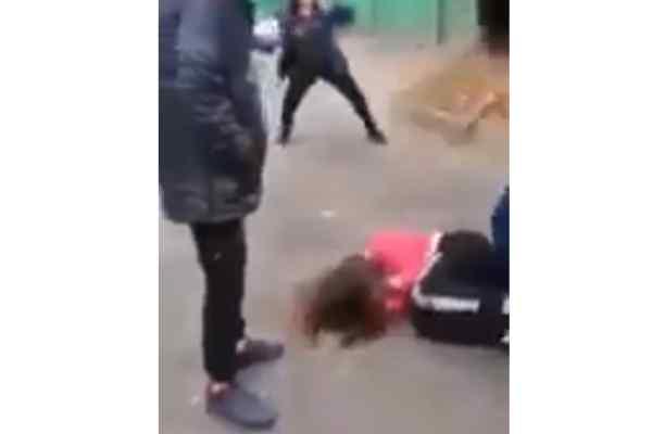 Протягом трьох годин по-звірячому били: однолітки жорстоко поглумилися над 14-річною школяркою