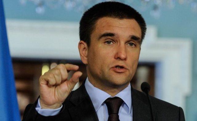 Путін хапає Україну руками за горло і стискає його: Клімкін зробив розгромну заяву