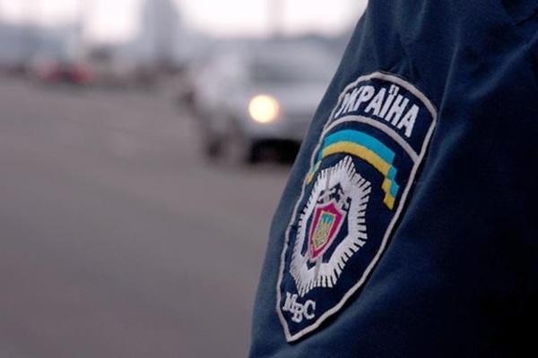 Бив по обличчю і голові: на Львівщині напали на поліцейську