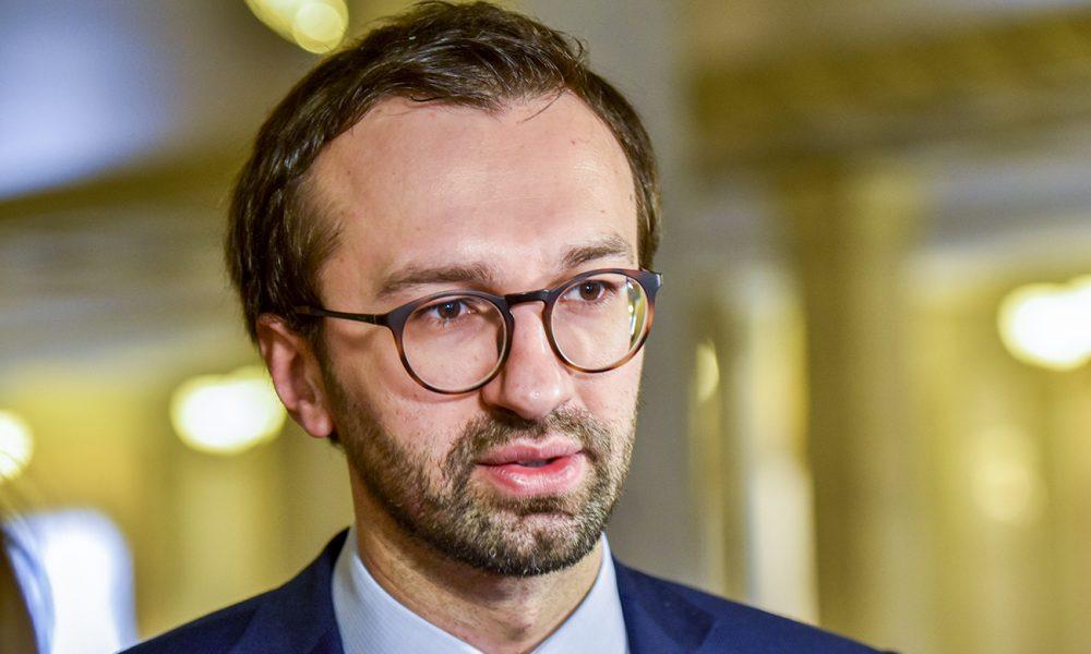 Беріть приклад з Філарета! Лещенко закликав Порошенка піти у відставку