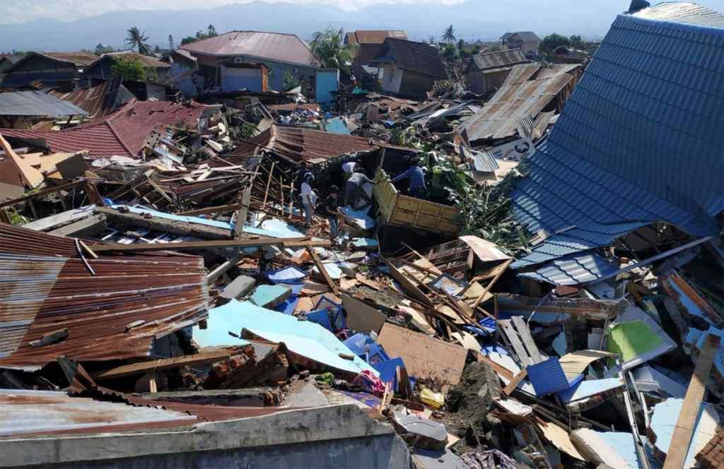 Потужне цунамі знищило місто з людьми: кількість жертв зростає з кожною годиною