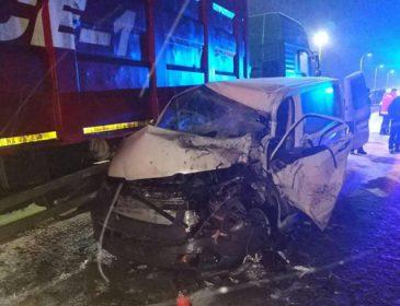 Моторошна ДТП на Львівській трасі: Маршрутка з пасажирами на швидкості зіткнулась з КрАЗом