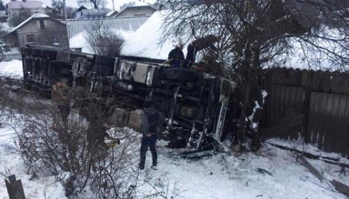 Смертельна ДТП в Тернопільській області: турецька фура злетіла з обриву