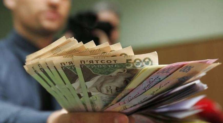 Вже за тиждень, з 1-го січня: на скільки зростуть зарплати  для українців з 2019-го