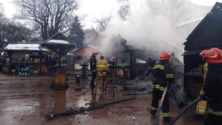 Двоє в реанімації, і двоє в опіковому відділенні: З'явились подробиці про постраждалих від вибуху на Різдвяному ярмарку у Львові