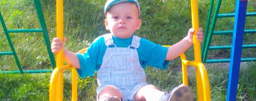 На операцію потрібно 800 тисяч гривень: Допоможіть маленькому Максимку почути голос мами