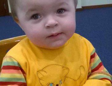 Дівчинка у свої 3 рочки досі не вміє ходити:  допоможіть маленькій Насті одужати
