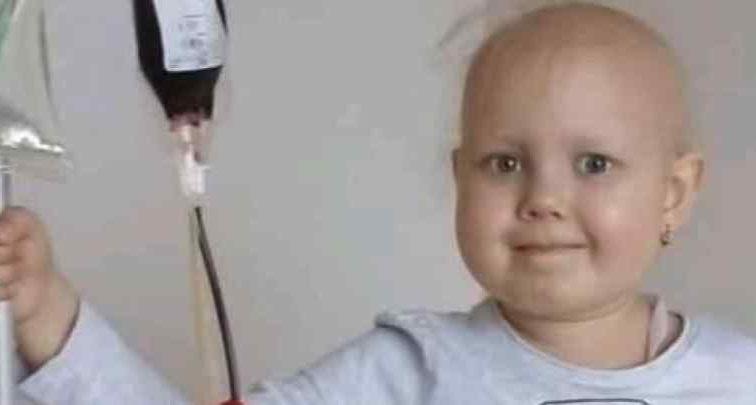 Лише влітку поховали сина, а тепер і життя доньки під загрозою: Батьки маленької Юлії благають про допомогу