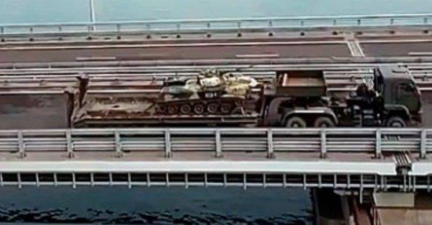 На Керченському мосту засікли колони російської техніки: перші подробиці