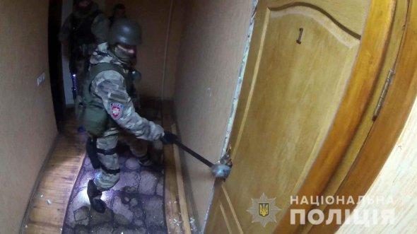 Шантажував неповнолітніх: викрили турка, який створив бордель із українками