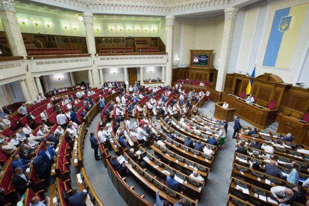 Порошенко підписав закон, який вирішить долю українців у 2019 році: що потрібно знати кожному