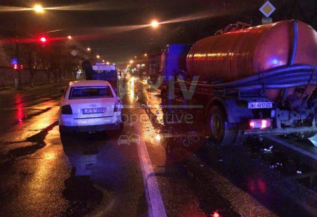 Моторошна ДТП поставила Київ на вуха: Вантажівка протаранила низку авто на шаленій швидкості