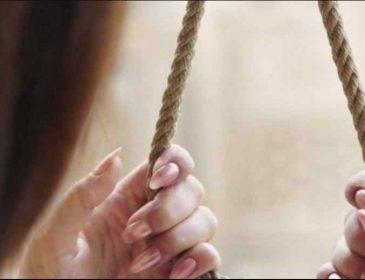 Зробила собі петлю із шнурка: нотаріус повісилася у власному кабінеті, сплили моторошні обставини