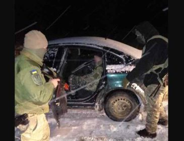 """Намагався прорватися: українські прикордонники обстріляли автомобіль на """"євробляхах"""""""