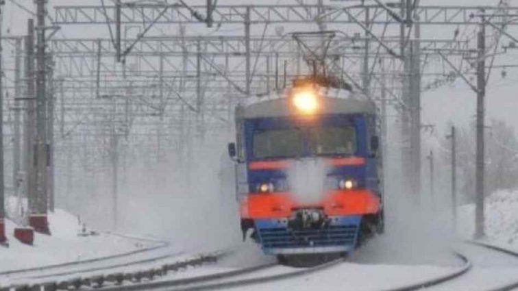 Уникнути трагедії не вдалося: поїзд розчавив чоловіка, що лежав на рейках