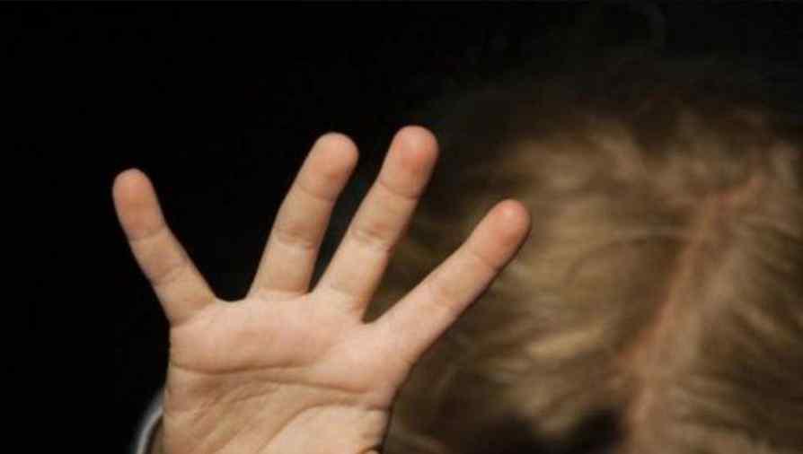 """""""Гвалтував, бив, висмикував волосся на голові"""": Чоловік жорстоко знущався над дитиною, а мати просто мовчала"""