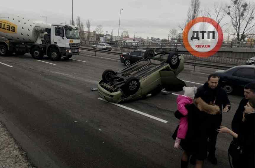 Небезпечна ДТП на українській трасі: вся сім'я потрапила в аварію, деталі