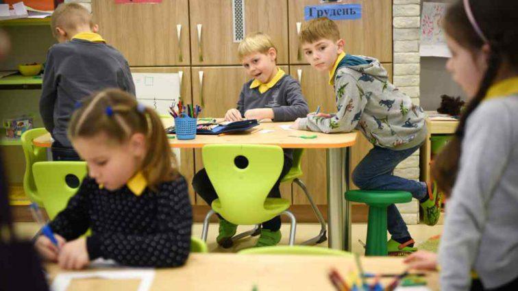 """""""Дітям стало зле"""": Вчителька взяла школярів в """"заручники"""""""