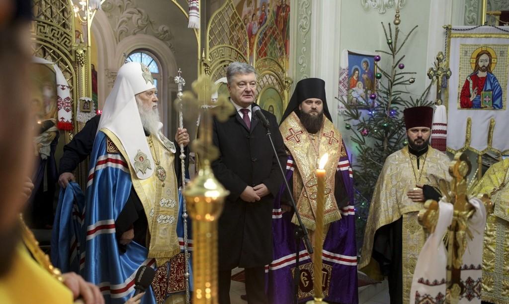 """""""Ніхто не забороняє молитися за Росію"""": Порошенко зробив скандальну заяву"""