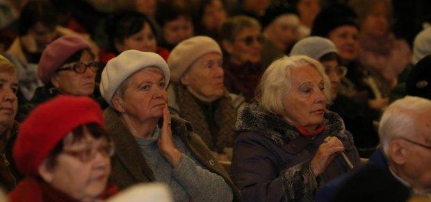 """""""Працювати будемо до смерті"""": Українців попередили про зростання пенсійного віку"""