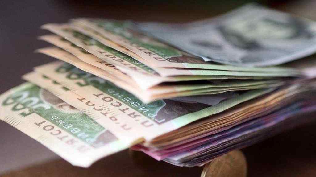 Середня зарплата в Україні виросла: Гройсман повідомив хорошу новину