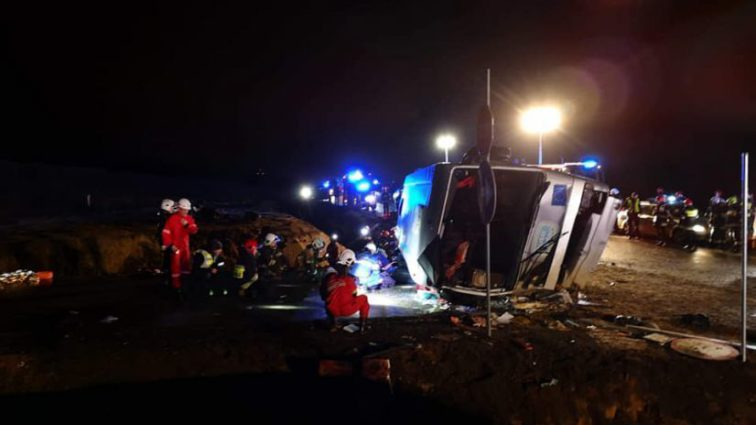 Пасажирський автобус на великій швидкості влетів у канаву: перші подробиці трагедії