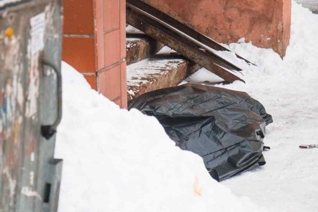 Трагедія на католицьке Різдво: У Києві на сходах власного будинку знайшли тіло чоловіка