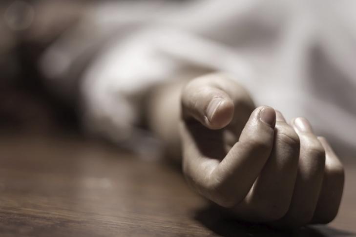 Закрив у хаті і залишив помирати: На Прикарпатті чоловік жорстоко вбив матір