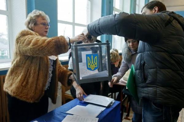 В Україні проходять перші місцеві вибори: дізнайтесь всі подробиці