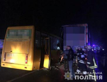 Школярка вижила, чоловік загинув: повідомили подробиці ДТП з маршруткою під Києвом