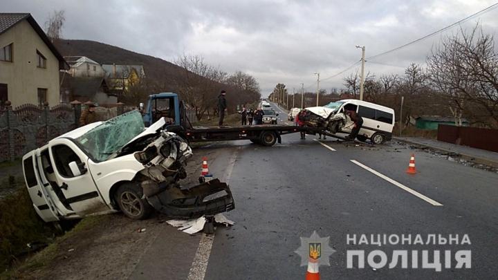 Фатальна ДТП на Львівщині: Два легковика на шаленій швидкості зіткнулись лоб в лоб