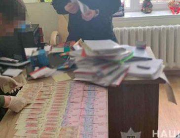 Отримав понад  700 тисяч гривень: У Луганській області на хабарі затримали впливового чиновника