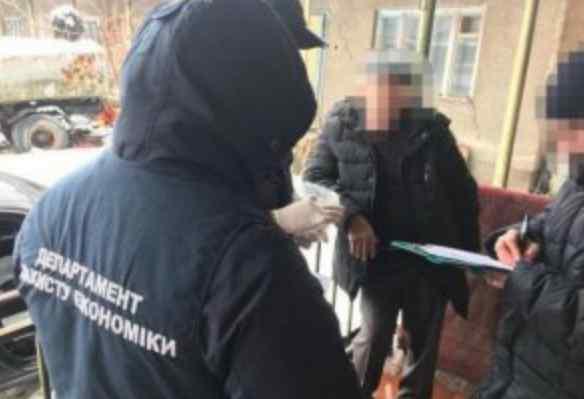 Вимагав $8 тисяч: На хабарі затримали впливового чиновника