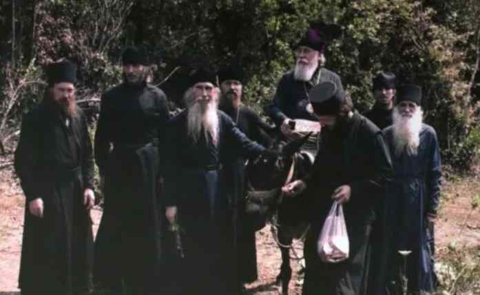 На країну чекає важкий час: Афонські старці зробили сенсаційне пророцтво для України