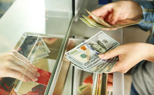 Долар почав рости: Що буде з курсом валют після свят