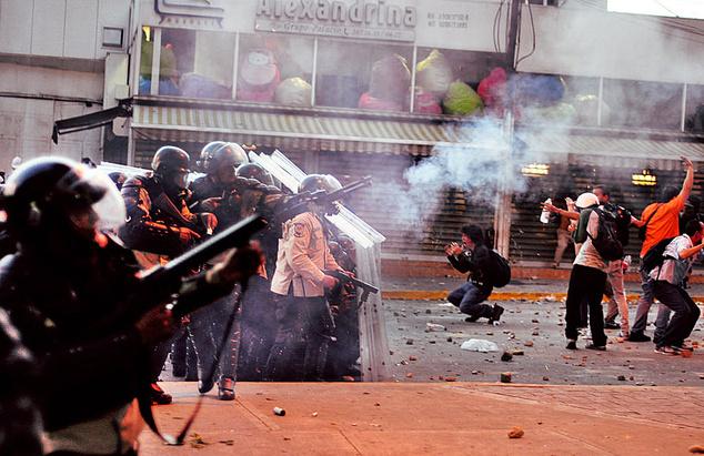 «Зелені чоловічки» Путіна, в Венесуелі захищатимуть Мадуро. Що відбувається?