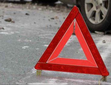 Потрійне ДТП під Харковом: легковик відкинуло на автобус, чоловік загинув