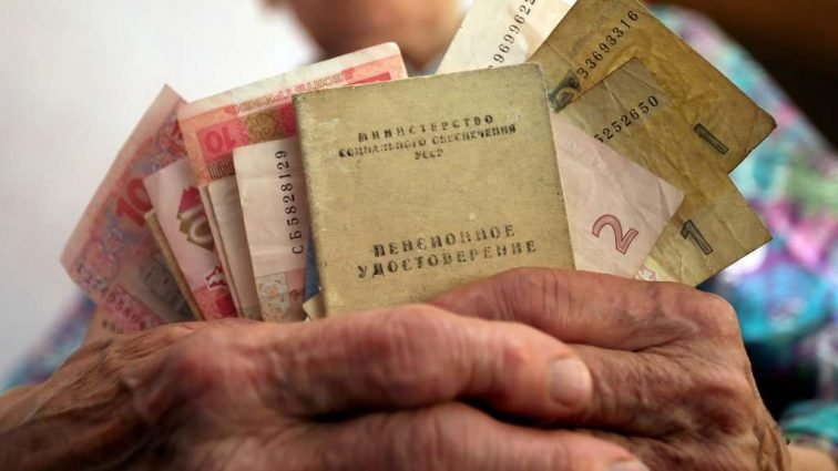 Недоплачують по 1000 грн до пенсії: держава економить на найбіднішій верстві населення