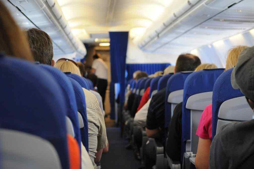 Провели дві години з трупом: туристи потрапили в моторошну історію в літаку