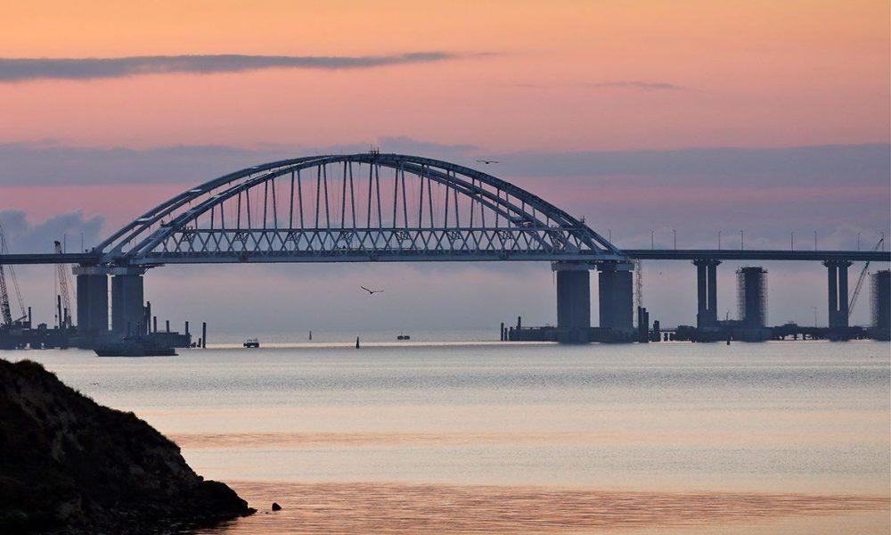 Радник Путіна несподівано запропонував розібрати Кримський міст: протока перев'язана зашморгом